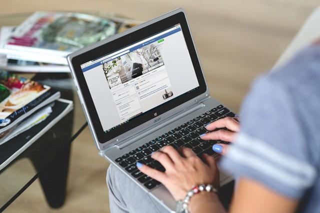 Facebook cenzuroval konzervativce, tvrdí to bývalý zaměstnanec