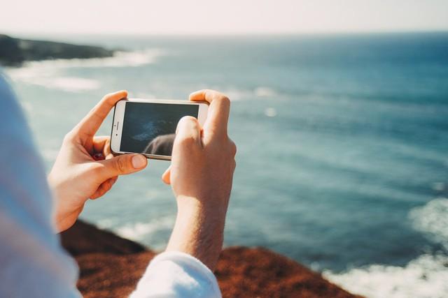Jak nejlevněji používat telefon v cizině?