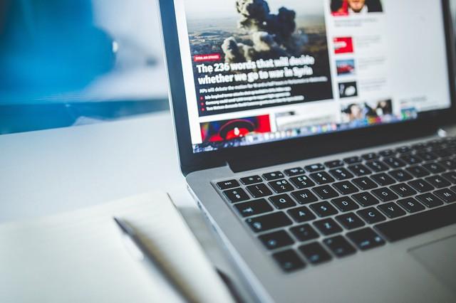 Většina českých domácností je online