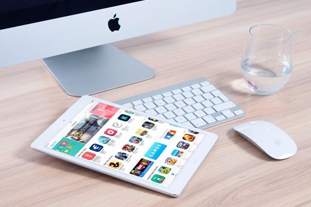 Apple vydal opravy pro všechny systémy