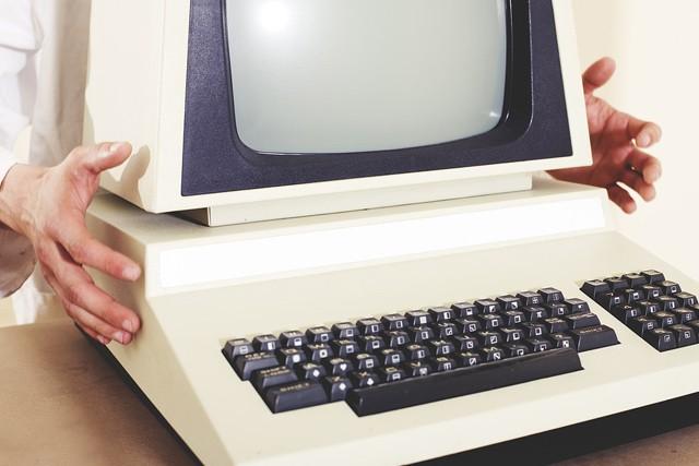 Před 25 lety se naše země připojila k internetu