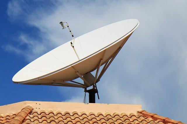 Tisíce Čechů sledují satelitní televizi načerno