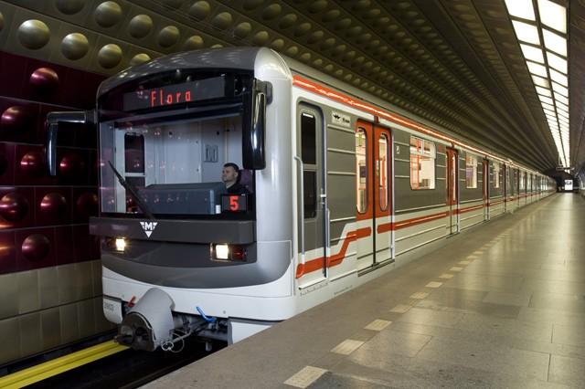 Do roku 2022 bude v pražském metru mobilní signál