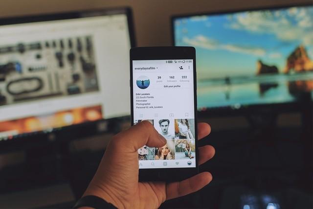 Další skandál: Facebook sdílel data s výrobci telefonů