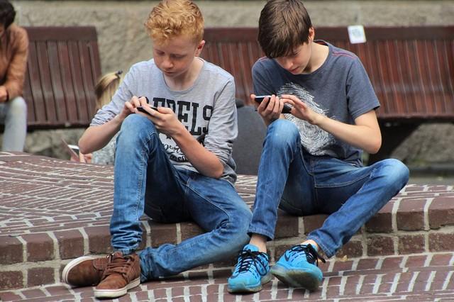 Rodiče neví, co jejich děti dělají na internetu, ukazuje studie