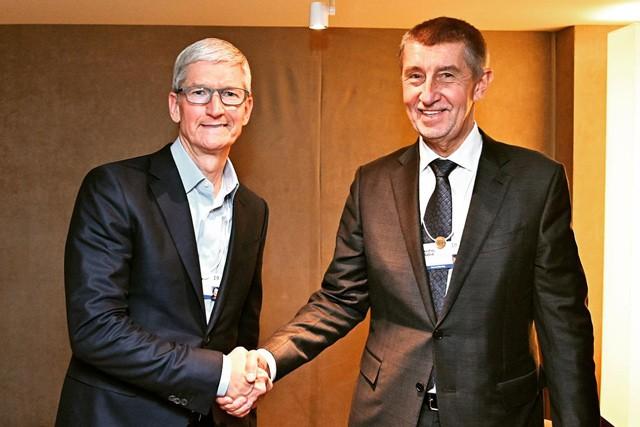 Babiš s Cookem vyjednal Apple Store v ČR