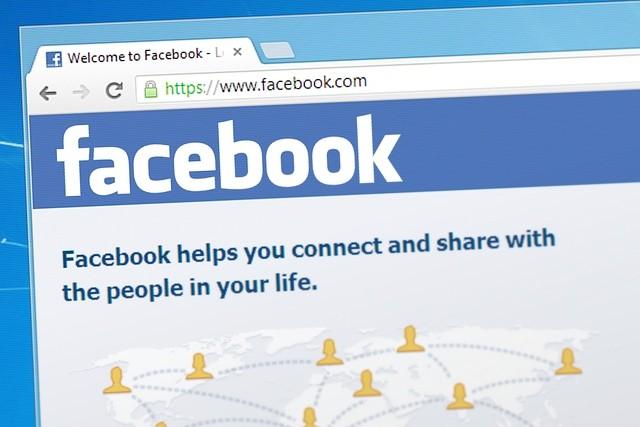 Facebook spouští knihovnu aktivních reklam