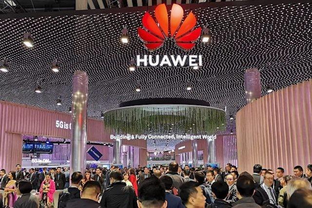 Huawei prý v Česku předává citlivá data o obchodních partnerech čínské centrále a ambasádě