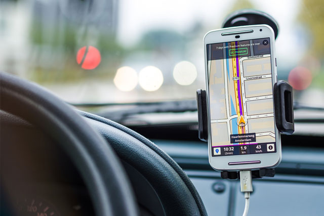 Chytré aplikace, díky kterým ušetříte peníze při řízení