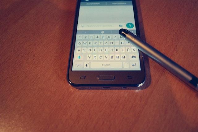 Na WhatsApp se brzy přihlásíte z několika různých zařízení