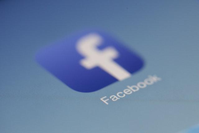 Facebook chce ověřovat identitu přes rozpoznávání obličeje