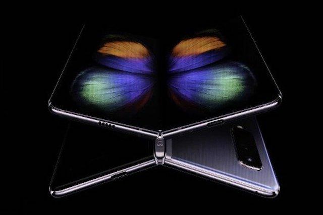 Samsung pracuje na odolnějším skládacím telefonu Galaxy Fold 2