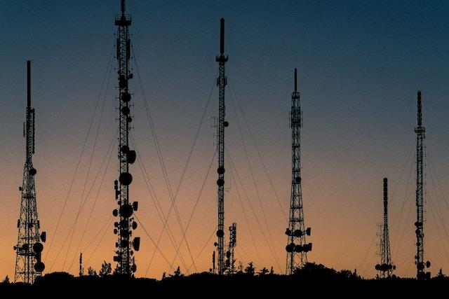 Evropská komise doporučuje nespolupracovat při stavbě 5G sítí s rizikovými firmami