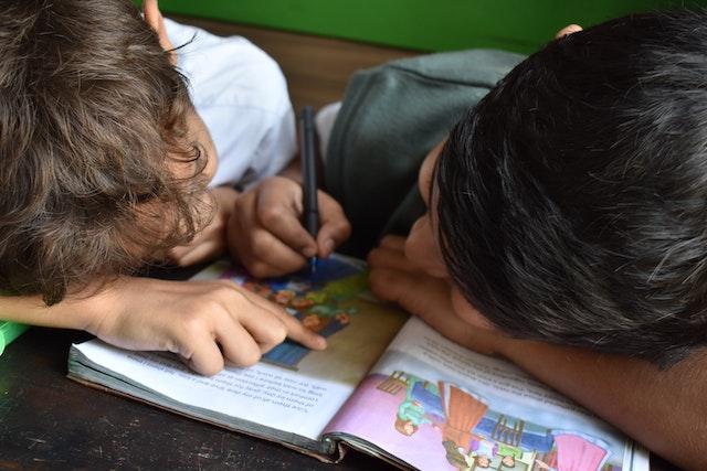 ČT začne vysílat vzdělávací pořady pro školáky, kteří kvůli koronaviru zůstali doma