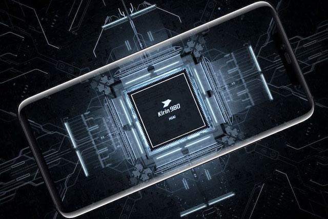 Huawei si kvůli americkým sankcím objednal čipy za 18 miliard korun
