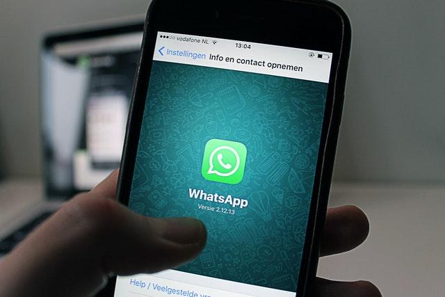WhatsApp spouští platby přes Facebook Pay