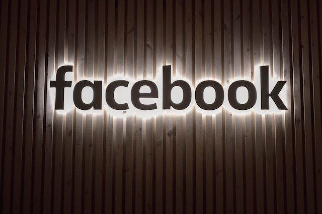 Starbucks, Pepsi a desítky dalších bojkotují Facebook kvůli nenávistným projevům