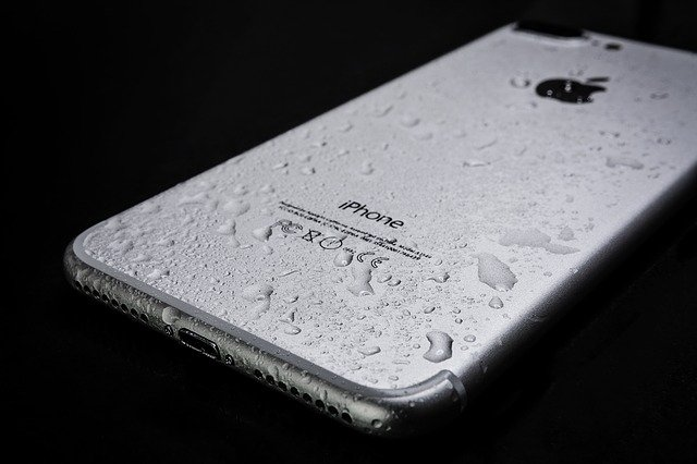 Jak zachránit mokrý nebo politý mobilní telefon?