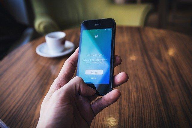 Na Twitteru lze nově nastavit, kdo může reagovat na vaše příspěvky