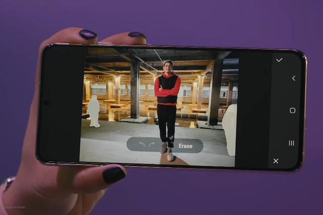 Samsung přidal do telefonů novou funkci, se kterou vymažete lidi a objekty z fotek