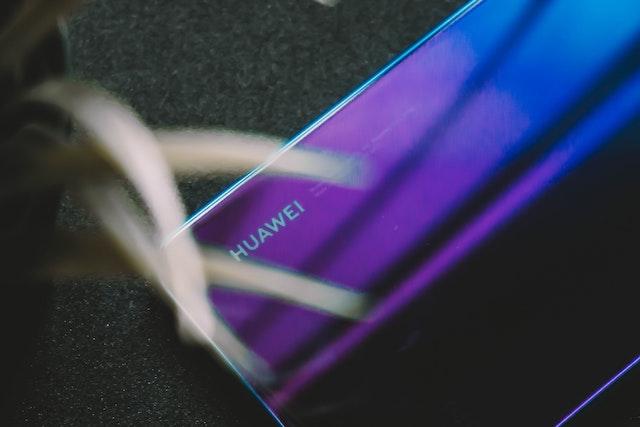 Huawei jedná o prodeji dalších značek svých telefonů