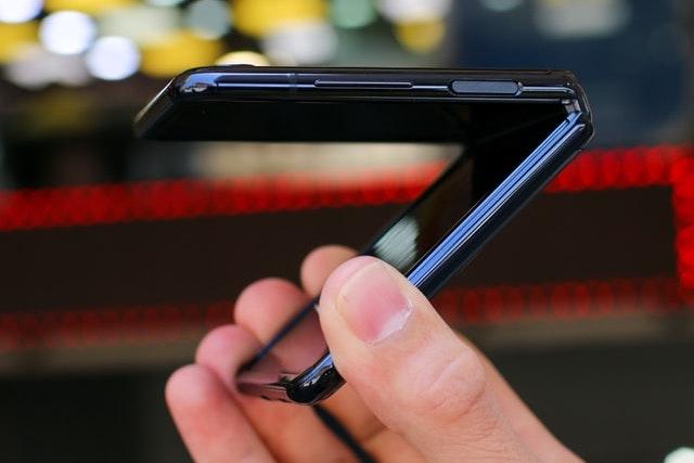 Samsung bude prodávat své skládací displeje konkurenci