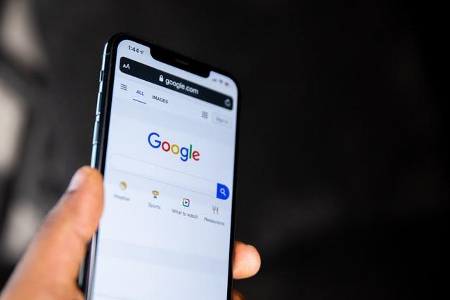 Google dostal ve Francii pokutu 5,6 miliardy korun
