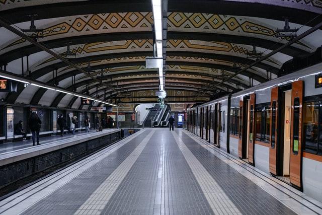 V Barceloně jezdí první vlak s podporou 5G