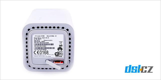 SIM karta se vkládá ze spodní strany modemu