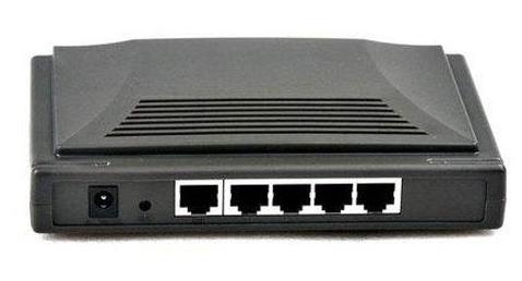 Zadní strana routeru s LAN porty